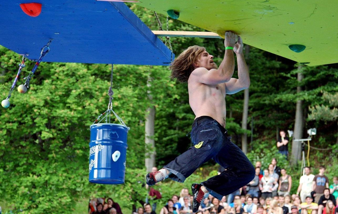 Wettbewerbe und Schauvorführungen stiegen beim Kletterfestival 2012 in Betzenstein rund um das Freibad. Auerbach und das Pegnitztal waren weitere Schwerpunkte.