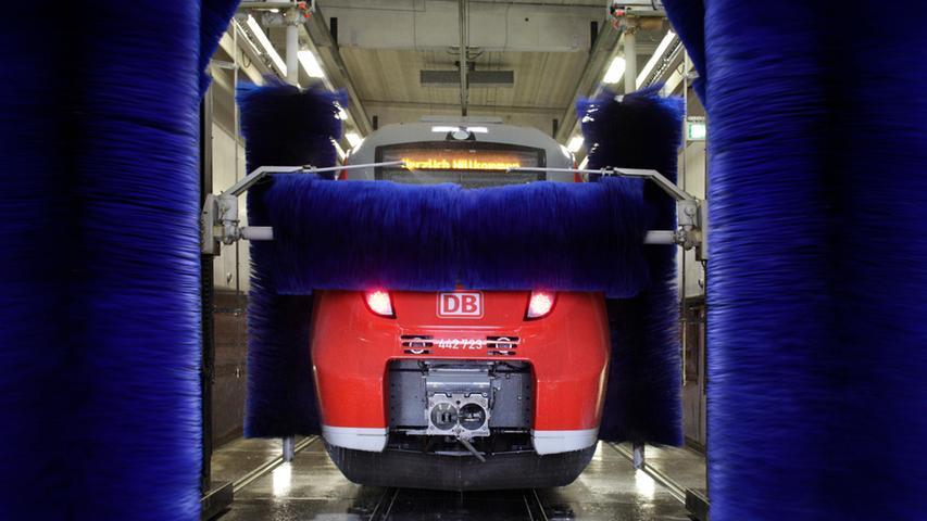 Natürlich muss die S-Bahn-Flotte gepflegt werden. Rund eine Million Euro hat die 2013 eröffnete Waschanlage in Gostenhof gekostet, die seitdem fast rund um die Uhr ausgelastet ist.