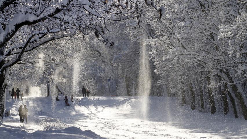 Trotzdem hatte der Winter - wie immer - auch seine schönen Seiten. Denn zahlreiche Plätze und Parks verwandelten sich unter Schnee in Winterwunderlandschaften.