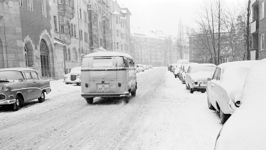 Bereits im November 1962 setzte eine klirrende Kälte ein - die Wetterverhältnisse sorgten für die kommenden Wochen für einen ungewöhnlich strengen Winter. Im Frankenwald waren einzelne Orte über Wochen von der Außenwelt abgeschnitten.