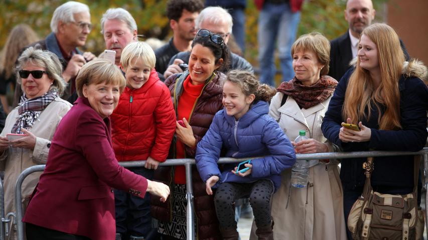 Hochsicherheitszone Kaiserburg: Im Oktober 2015 kam Angela Merkel zum Bürgerdialog nach Nürnberg und zeigte sich volksnah.