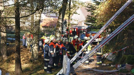 100 Jahre altes Wohnhaus in Neuhaus bei Brand schwer beschädigt
