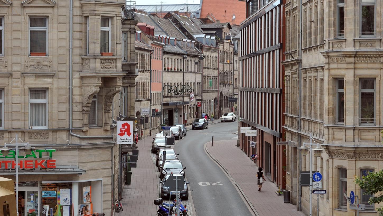 Die Fürther Hirschenstraße ist das ungenannte Vorbild für das übersichtliche Kindheits-Areal, das Marius Prévot beschreibt.