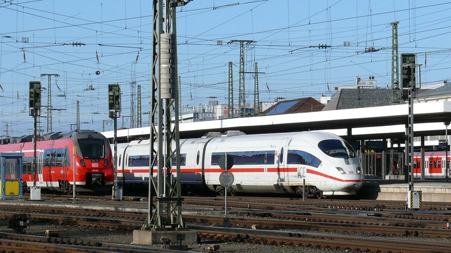 Stehende Züge: Der Verkehr im Hauptbahnhof kam am Sonntag kurzzeitig zum Erliegen.