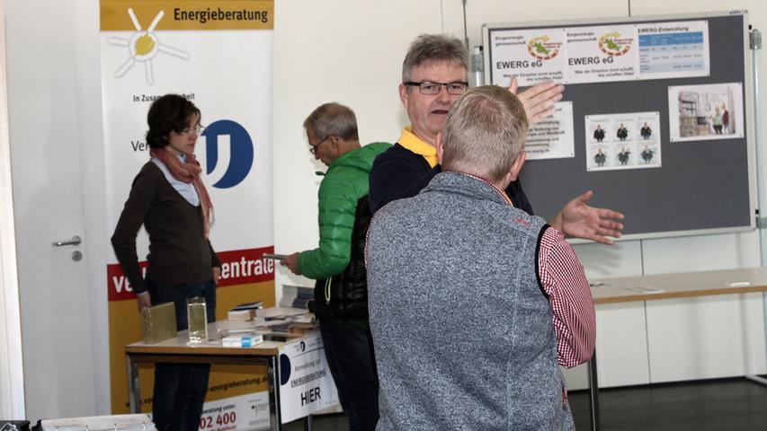 Als großer Befürworter einer energiesparenden Lebensweise stellte der Bürgermeister Thomas Fischer selbst das Rathaus als Veranstaltungsort des ersten Möhrendorfer Energietags zur Verfügung. Die zahlreichen Berater an ihren Ständen zeigten, dass Umweltbewusstsein nicht unbedingt teuer sein muss.