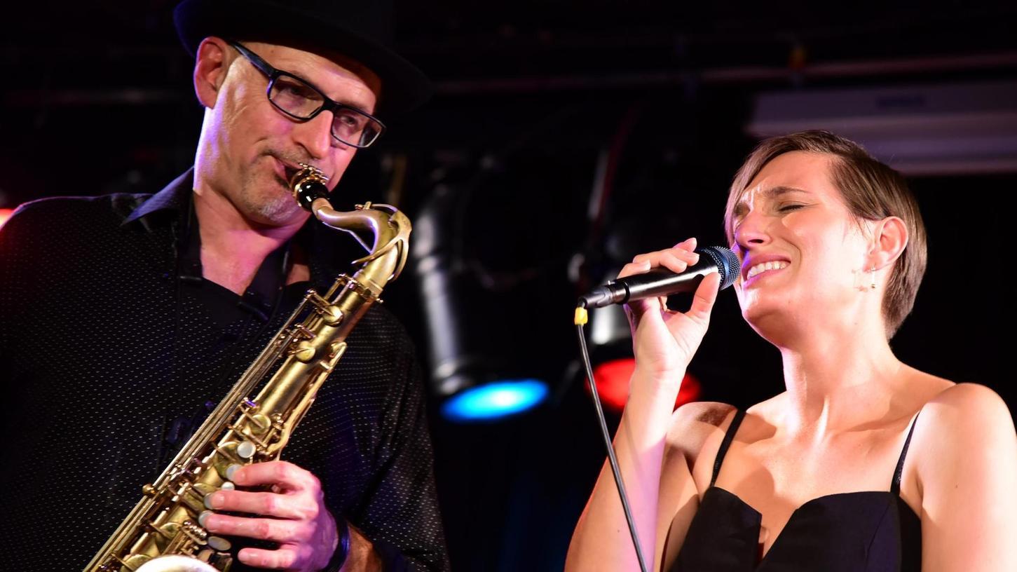 Stephan Greisinger und Diana Laden ließen es im Forchheimer Kulturkeller musikalisch knistern.