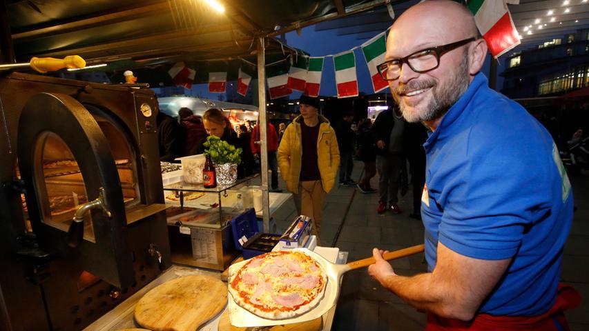 Nuernberg , 13.12.2015..Ressort: Lokales Fotografie: Stefan Hippel..Messe  Nuernberg , Street Food Market , Michael Macri und sein PizzaApetito..