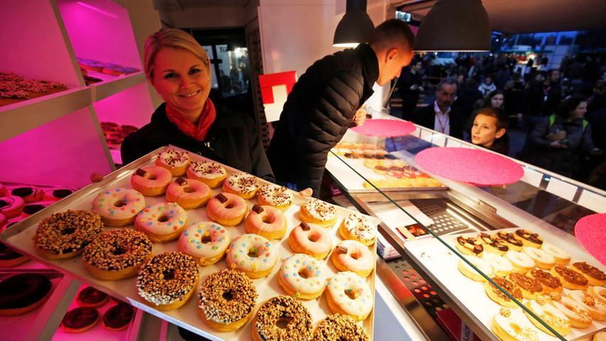 Nuernberg , 13.12.2015..Ressort: Lokales Fotografie: Stefan Hippel..Messe  Nuernberg , Street Food Market , Caroline und Markus in der Dounut Factory..