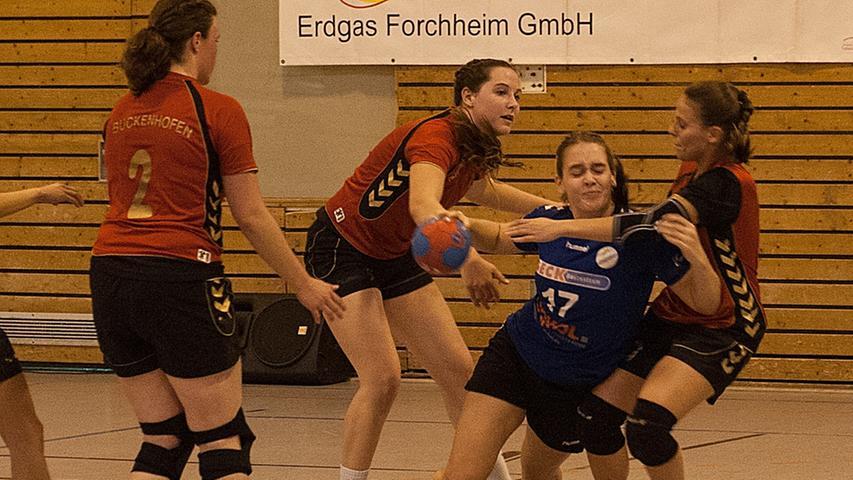 MOTIV:Forchheim,Sport,..Damen Handball..HC Forchheim(blau)gegenSV Buckenhofen(rot/schwarz..Foto:Roland Huber