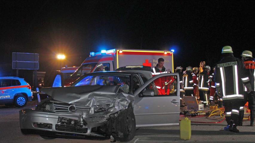 Verletzt wurden ebenso der Fahrer sowie die Beifahrerin in dem Wemdinger Wagen.