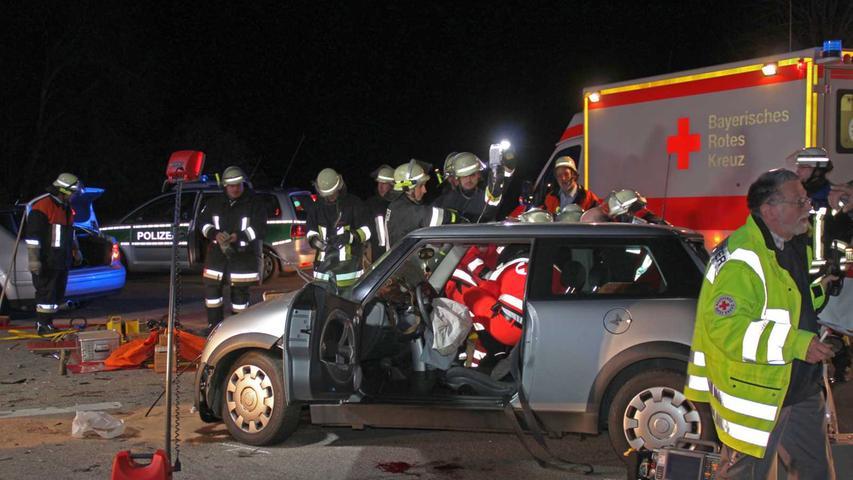 Die beiden Frauen im Mini wurden durch den doppelten Zusammenprall schwer verletzt.