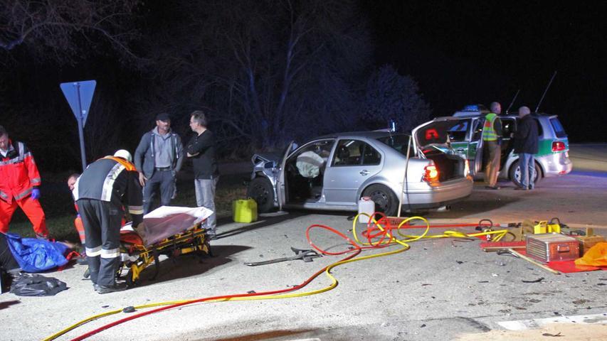 Ein nachfolgender 62-jähriger Weißenburger erkannte die Situation offenbar nicht und fuhr mit seinem Auto voll auf.