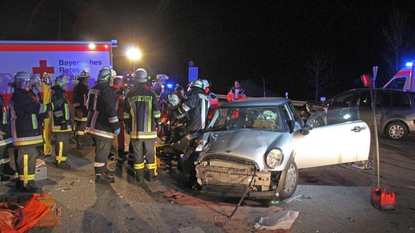 Die Fahrerin wollte nach dem derzeitigen Stand der Ermittlungen dort nach links in Richtung Rehlingen abbiegen.