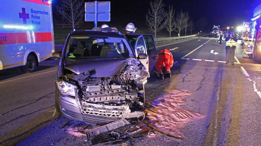 Neben rund 50.000 Euro Sachschaden waren dabei fünf Verletzte zu beklagen, zwei davon erlitten schwere Verletzungen.