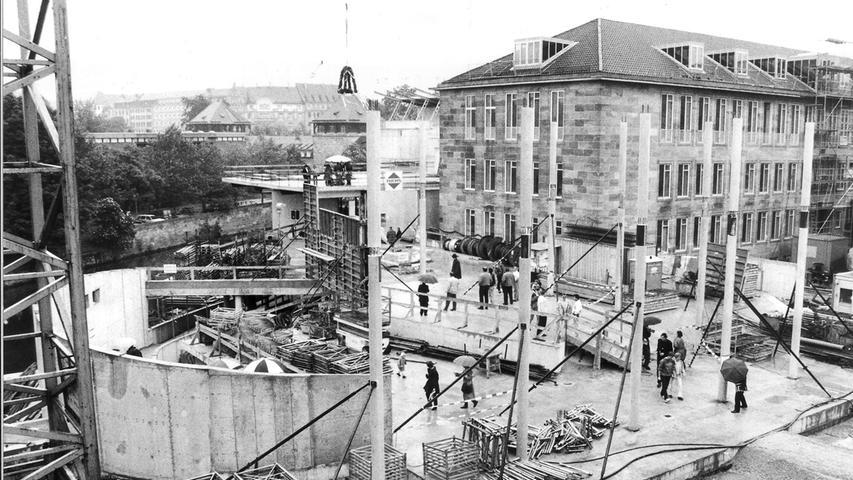Rund 40.000 Kubikmeter Erdreich wurden für das 3500 Quadratmeter große Grundstück ausgegraben und 15.000 Kubikmeter Beton sowie 1600 Tonnen Stahl verbaut.