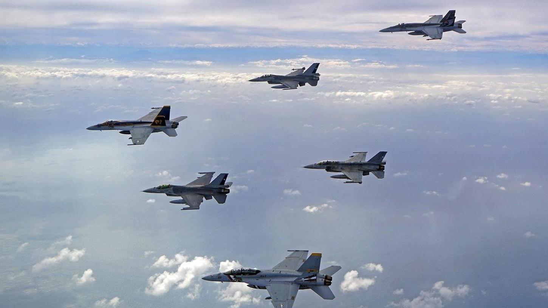 Amerikanische F-16-Kampfflugzeuge im Übungseinsatz. Ende vergangener Woche donnerten zwei Maschinen auch über das direkte Stadtgebiet von Auerbach. Foto: dpa