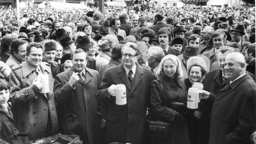Am 29. Januar 1978 wird die Strecke Altstadt (Weißer Turm / Lorenzkirche) nach Langwasser eröffnet. Die NN schreiben dazu: