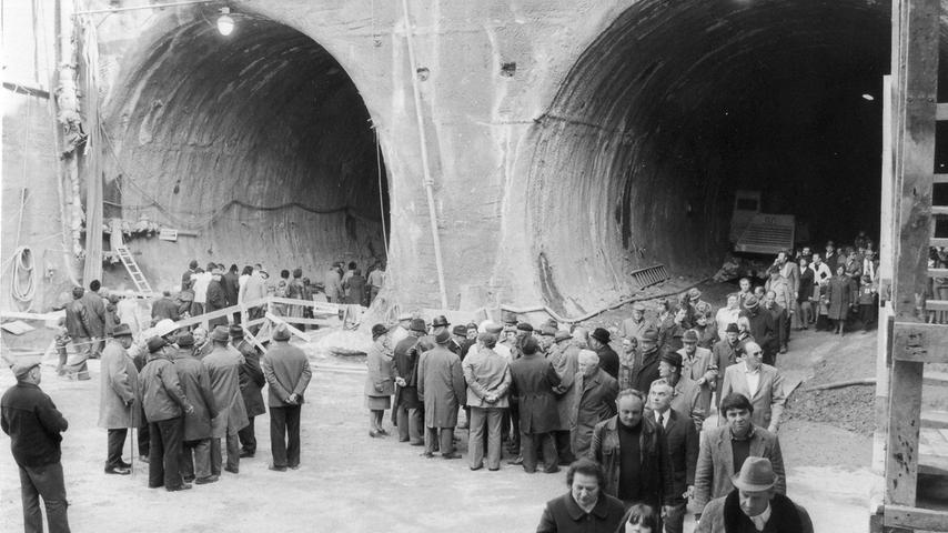 Vier Stunden lang hatten 15 U-Bahn-Experten nahezu ununterbrochen die Fragen der mehr als 15.000 Interessierten, die auf Einladung der NN gekommen waren, zu beantworten.