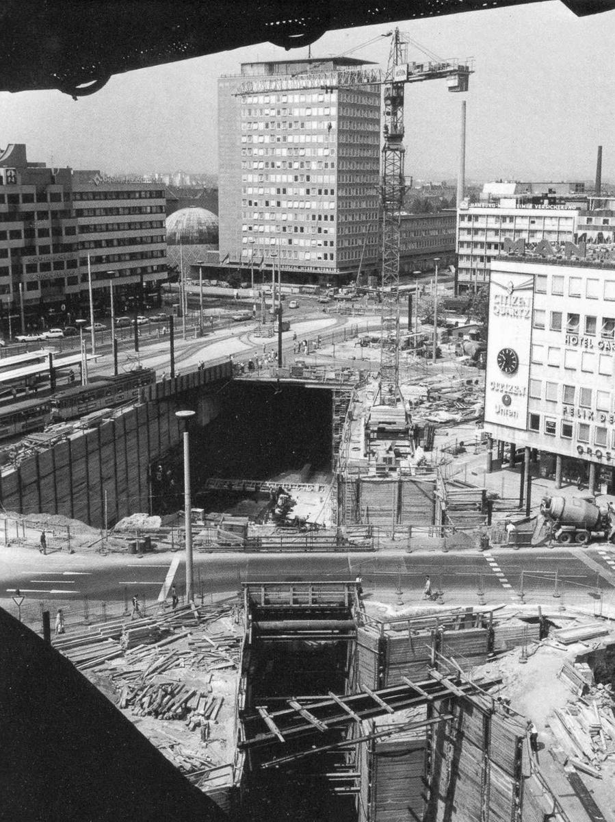Der U-Bahn-Bau am Plärrer in den späten 70er Jahren.