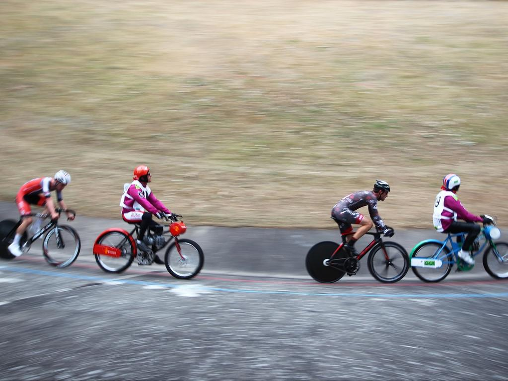 08.08.2015 --- Radsport --- Saison 2015 --- Deutsche Derny Meisterschaft ---  Foto: Sport-/Pressefoto Wolfgang Zink / MaWi --- ....Franz Schiewer / Gerd  Gessler ( / Bielefeld, links) Stefan Schäfer / Peter Bäuerlein (Cottbus /  Nürnberg, rechts)