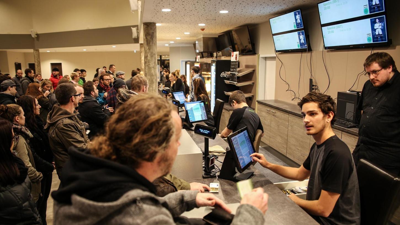 Der Andrang im neuen Fürther Multiplex-Kino war am Mittwochabend ziemlich groß.