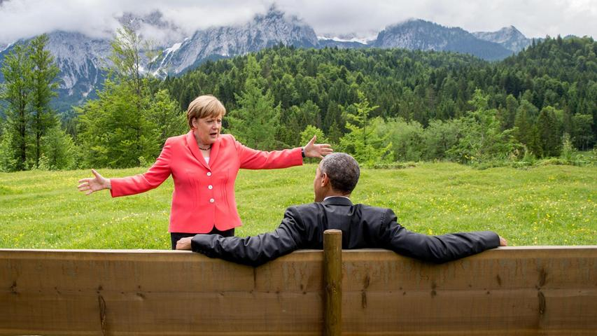 Die Staats- und Regierungschefs der sieben führenden westlichen Industrieländer treffen sich im Juni 2015 unter Merkels Führung zum G7-Gipfel auf Schloss Elmau in Bayern. Themen sind vor allem der Klimaschutz und der Ukraine-Konflikt.