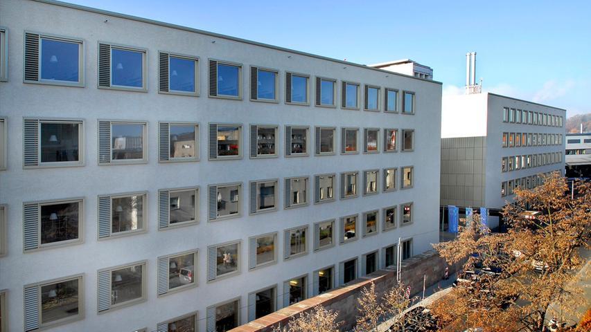 Eröffnung des neuen Bettenhauses Uniklinikum Erlangen (rechts das neue links  das alte Bettenhaus)..Foto:Bernd Böhner 19.11.2012