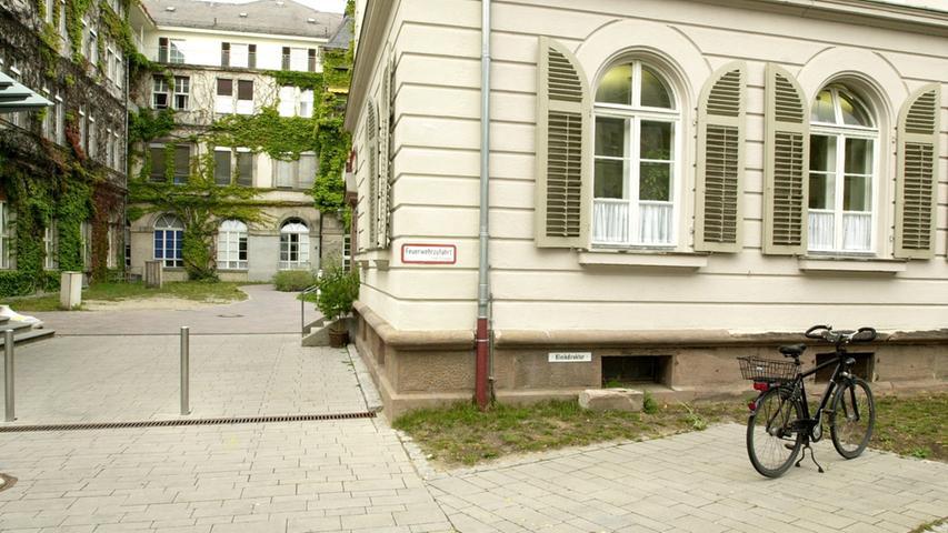 Erlangen, Sechziger Jahre, 1960er, Universitätsklinik. Bettenhochhaus,  Bettenhaus. Foto: Stümpel-Klein...Veröff. in den Erlanger Nachrichten /  B-Ausgabe. (Ohne Datum). -