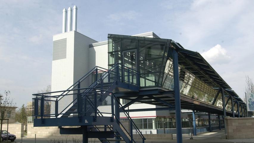 Ressort: Erlangen Foto: Bernd Böhner..MOTIV: Nichtoperatives Zentrum Erlangen.  Im Hintergrund ist das Bettenhochhaus der Chirurgischern Klinik zu sehen...