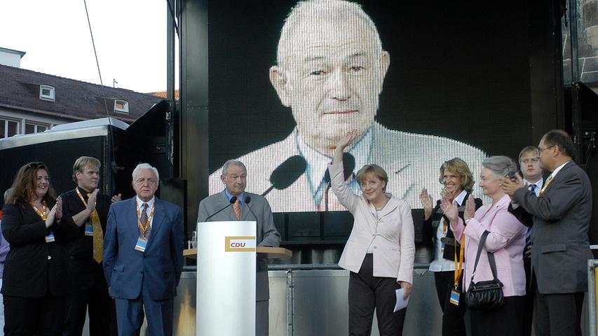Wahlkampf in Nürnberg: Angela Merkel besuchte in der Hochphase des Bundestagswahlkampfs 2005 Nürnberg und erhielt dabei Unterstützung von Günther Beckstein.