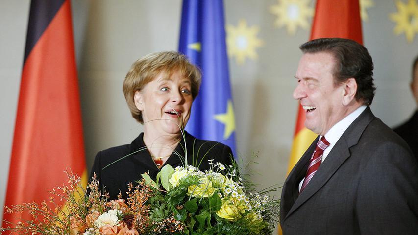 Sie löste Gerhard Schröder im Kanzleramt ab und führte die Große Koalition von CDU/CSU und SPD an.