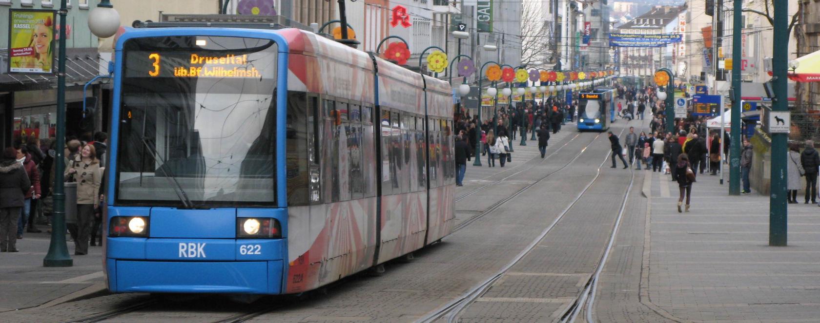 Keine Chance: So wie auf dem Foto in Kassel soll nch dem Willen der CSU in Erlangen keine Stadt-Umlandbahn fahren. Die SPD kritisiert diese Position.