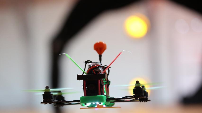 1. Indoor-Quadrokopter-Race Nürnberg (Drohnenrennen) im Eventpalast...Foto: (c)  RALF RÖDEL / NN