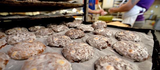 Lebkuchenproduktion in der Bäckerei Düll