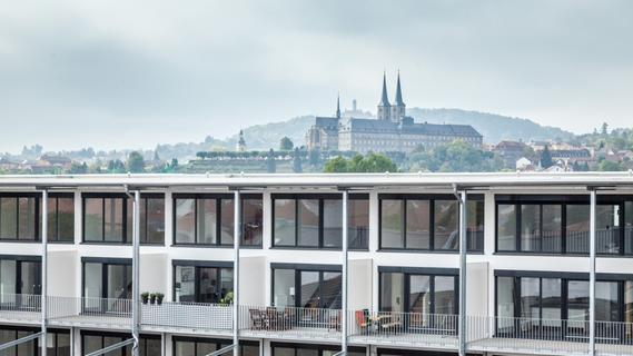 Im Hintergrund der Lofts erstrahlt Bambergs Wahrzeichen.