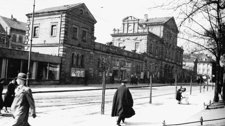 Der Ludwigsbahnhof in den 30er Jahren: Als Bahnhof hat er ausgedient, er wird von Geschäften genutzt...