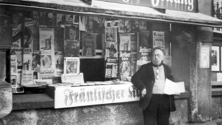 Ein Kiosk im Jahr 1934 am ehemaligen Ludwigsbahnhof: Für ein paar Groschen kann man Nachrichten aus aller Welt bekommen.