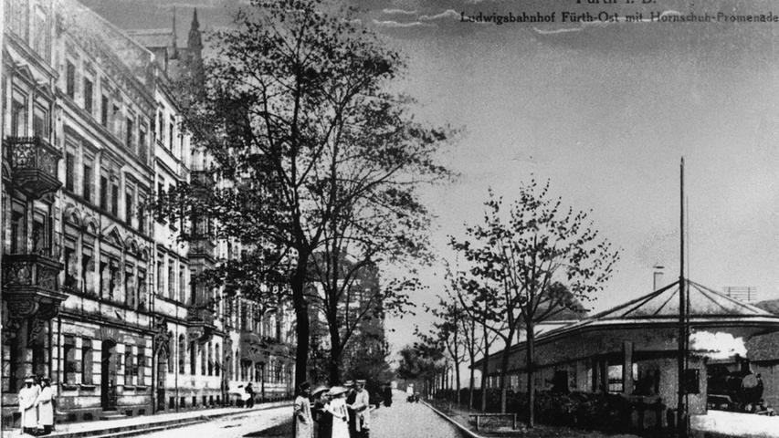 Die Trasse von Nürnberg führte über die heutige Hornschuch-Promenade. Die Postkarte zeigt den Bahnhof Fürth-Ost.