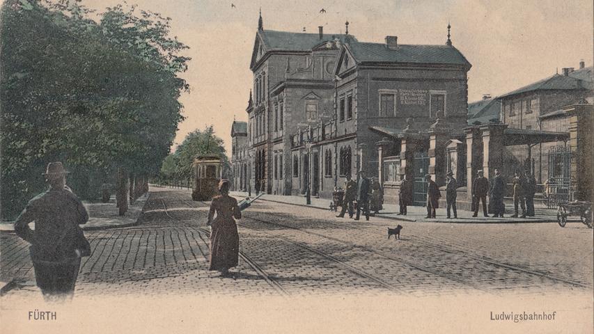 Postkarte: Der Ludwigsbahnhof galt als das Gegenstück zum Nürnberger Plärrerbahnhof. Als die Aufnahme entstand, hatte die Ludwigsbahn schon Konkurrenz durch die Straßenbahn bekommen, vor der sie 1922 kapitulierte.