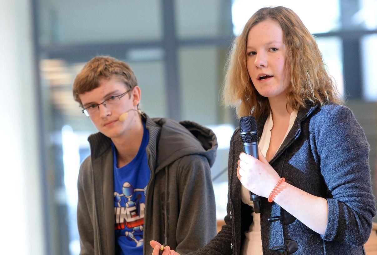 """Souverän und mit schlüssigen Argumenten gewann Theresa Winkovich das Schul-Finale von """"Jugend debattiert"""" des Gymnasiums Höchstadt."""