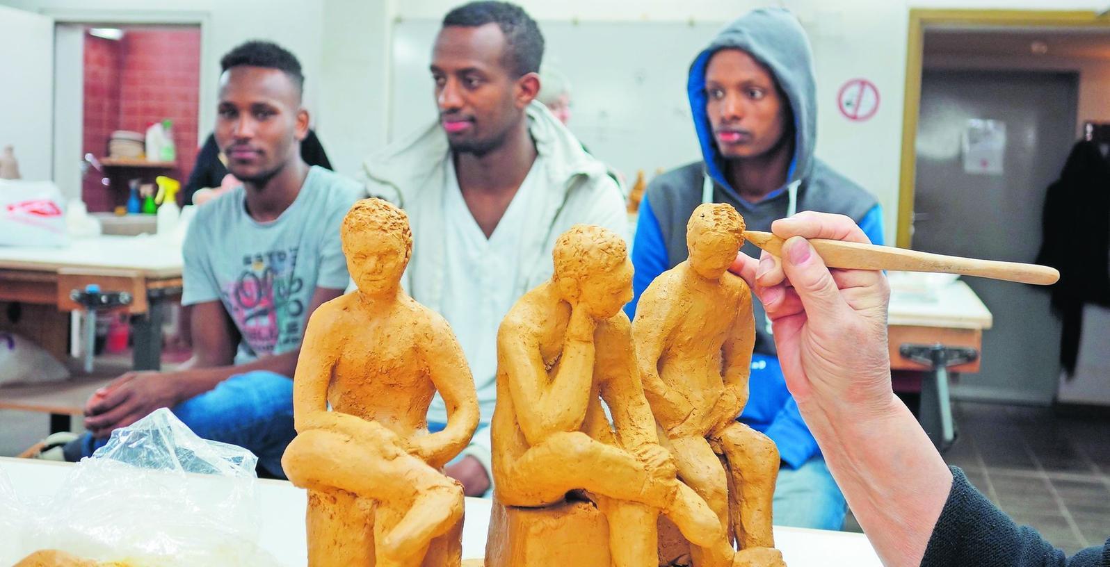 Die jungen Äthiopier saßen nicht nur Modell, sie formten auch selber Figuren aus Ton.