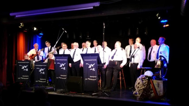 """Beim Weihnachtskonzert der Marinekameradschaft Forchheim im Jungen Theater stand natürlich der Shanty-Chor """"Die Regnitz-Möven"""" im Mittelpunkt."""
