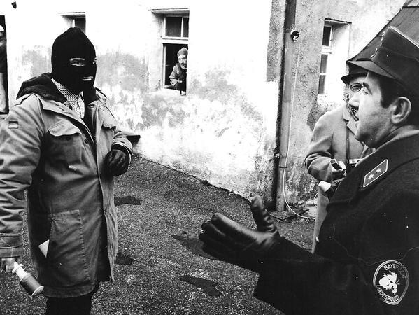 Polizeikräfte verhandelten vergeblich mit den Gangstern.