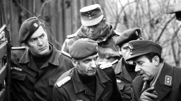GSG-9-Chef Ulrich Wegener (vorne Mitte), beim Training seiner Truppe in Buchau bei Pegnitz. Wegener war von 1972 bis 1979 Kommandeur der Bundesgrenzschutz-Sondereinheit GSG 9. Nach dem Blutbad an der israelischen Olympiamannschaft von 1972 baute er die Sondereinheit auf. 1977 leitete Wegener die Geiselbefreiung der von vier Palästinensern gekaperten Lufthansa-Maschine