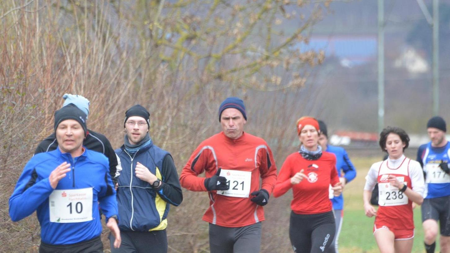 Im Hauptlauf drehen die Sportler vier Runden vom Kersbacher Sportplatz über die Ortsmitte zum Bahnhof und zurück über die Flur.