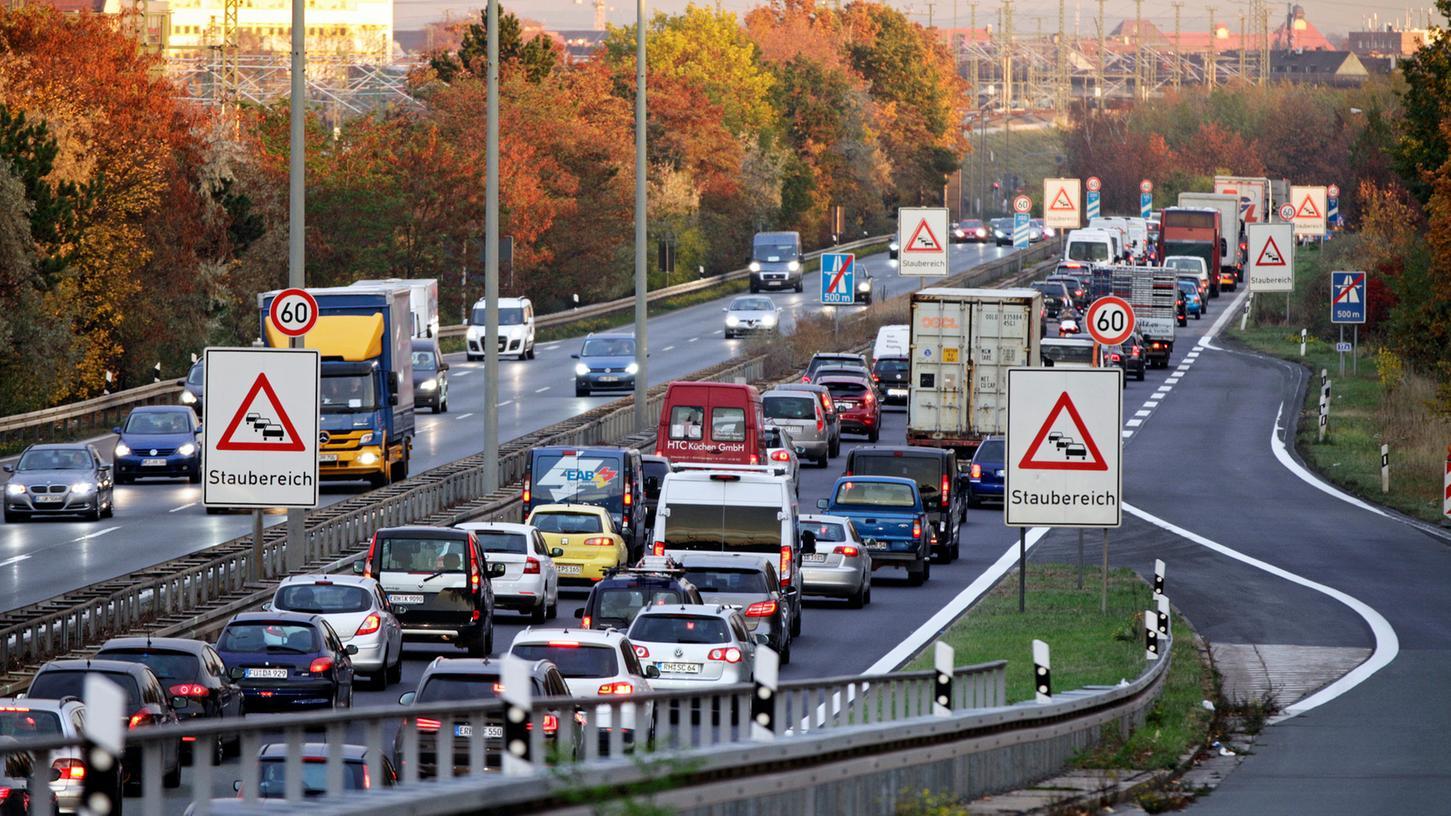 Rund eine halbe Million Fahrzeuge pendeln an Werktagen nach Nürnberg.