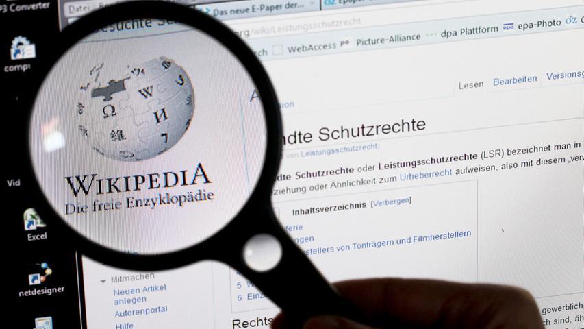 Aus Protest gegen Internet-Zensur in Russland sperrte Wikipedia 2012 die russische Version für 24 Stunden. Ein halbes Jahr zuvor erfolgte aus Ärger über ein geplantes Gesetz zum Urheberrechtsschutz im Netz ein 24-Stunden-Blackout für den englischen Teil.