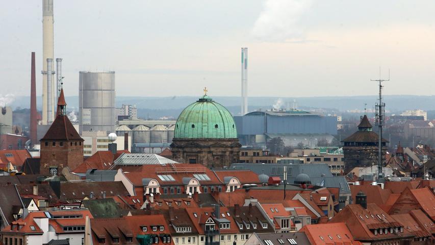 Blick auf die Kuppel der Kirche St. Elisabeth am Jakobsplatz.