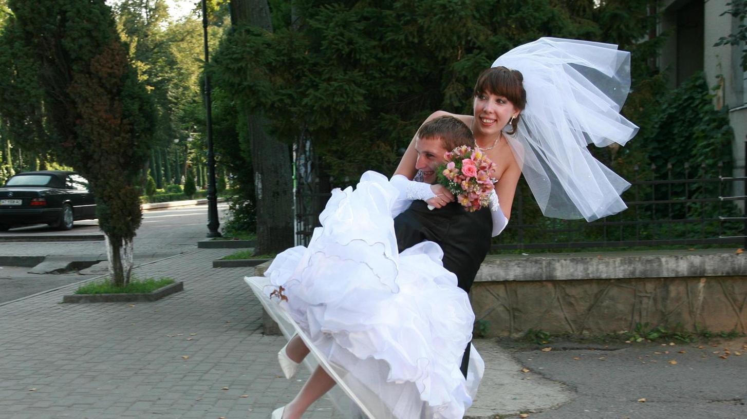 Am Tag der Hochzeit sieht ein Ehepaar die Zukunft meist rosa. Die Kunst, eine Beziehung langlebig zu machen, ist erst später gefragt.