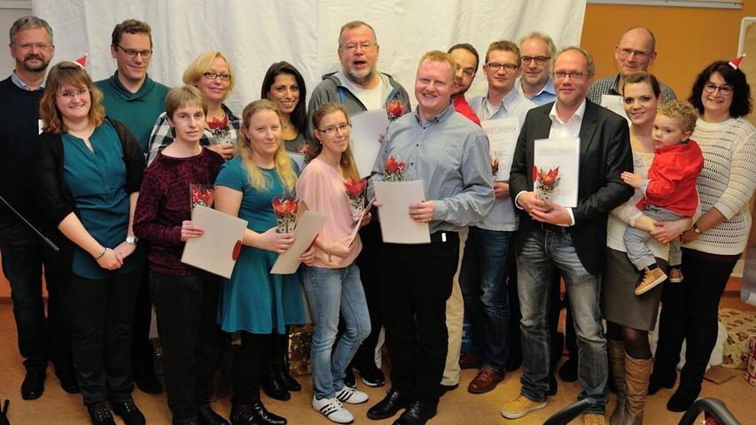 Die BRK Bereitschaft Erlangen ehrte zahlreiche Helfer, die seit fünf bis 40 Jahren im Einsatz sind.